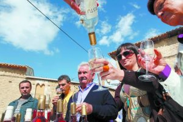 Lerga celebra la primera Fiesta del Vino Baja Montaña