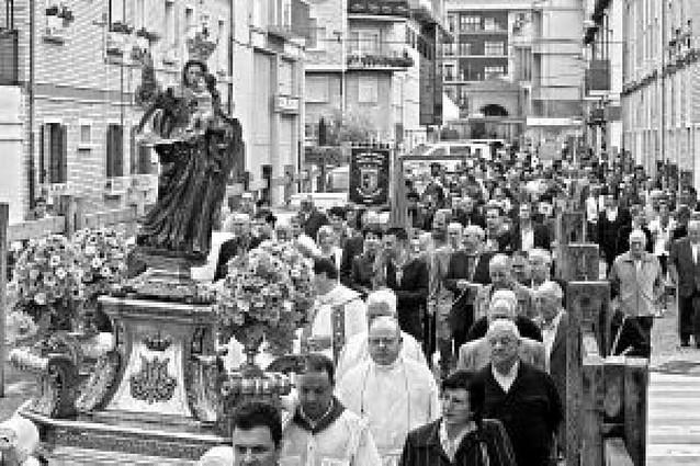 Procesión y misa en Huarte con la Virgen del Rosario en las fiestas de La Hermandad