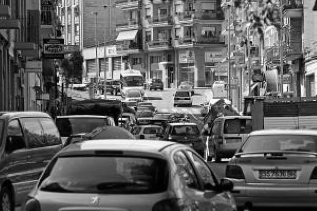 Caravanas de casi un kilómetro por la colocación de los semáforos en Estella