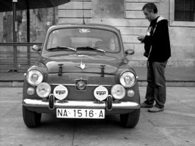 """El día del """"seiscientos"""" reunió a 55 vehículos clásicos en Estella"""