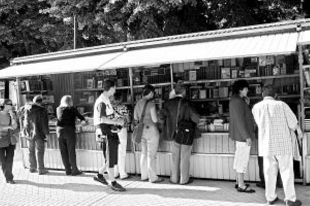 La Feria del Libro Antiguo y de Ocasión abre de nuevo sus puertas en Pamplona