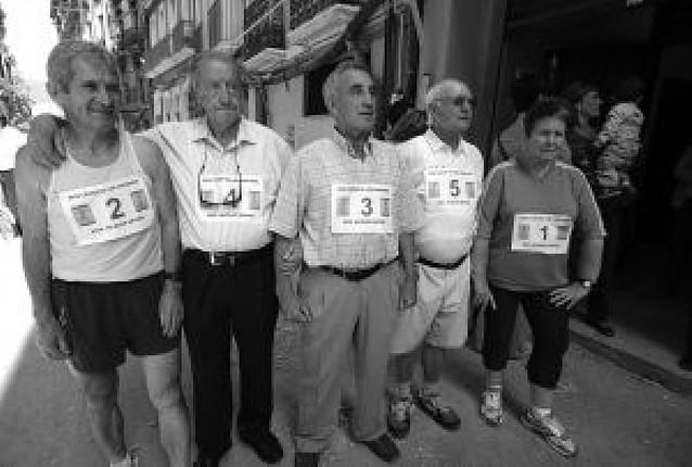 """Los """"carrozas"""" vuelven a correr por la calle del Carmen pese al estado de la calzada"""