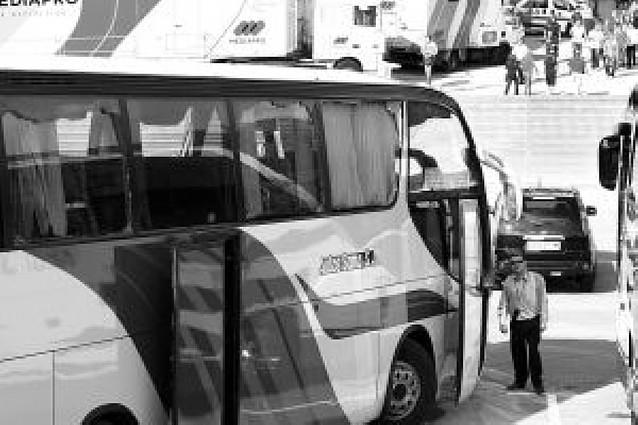 Apedreado un autobús de seguidores del Sporting