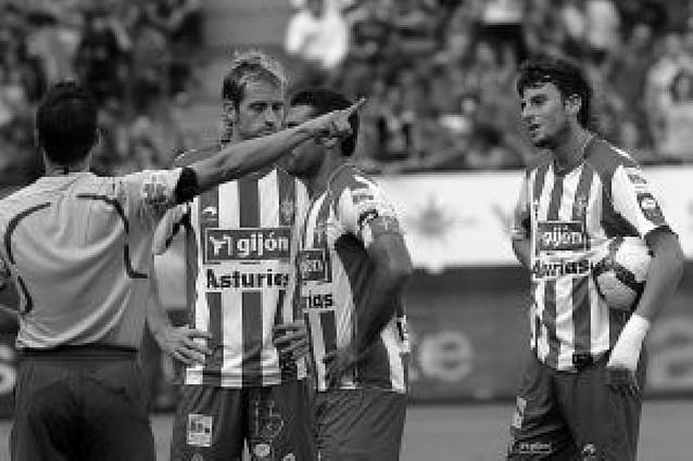 Estrada Fernández se estrenó con un buen arbitraje