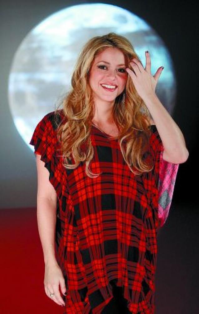 """Shakira juega con la música electrónica y se desinhibe en """"Loba"""""""