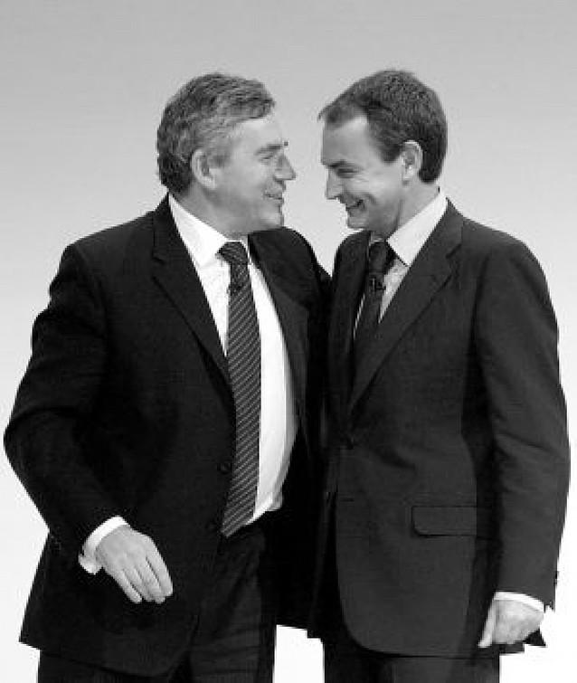"""Zapatero defiende su política de subida de impuestos, y Rajoy la califica de """"suicida"""""""
