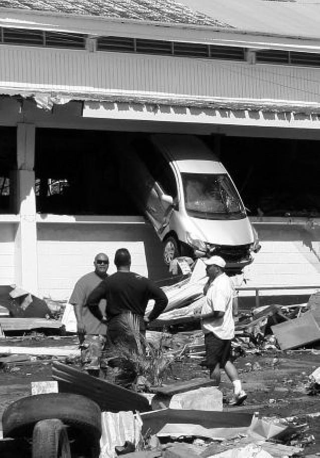 Dos terremotos y un tsunami hacen temblar a medio planeta