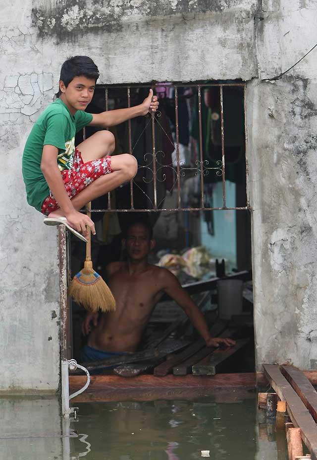 """""""Ketsana"""" deja un rastro de 372 muertes a su paso por Camboya, Filipinas y Vietnam"""