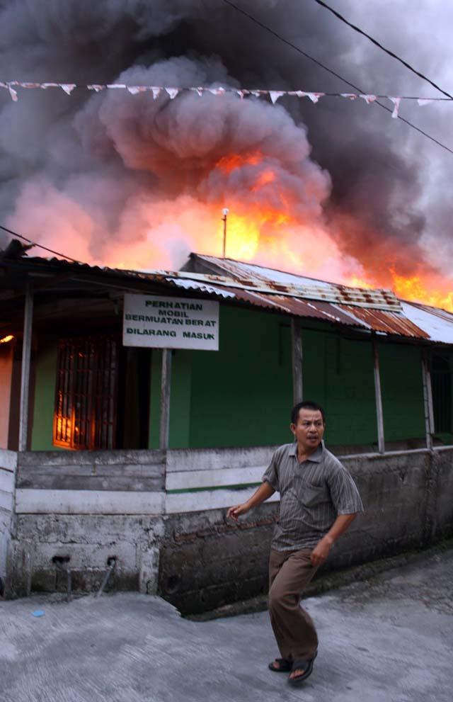 Las autoridades temen que el seísmo de Sumatra haya causado miles de muertos