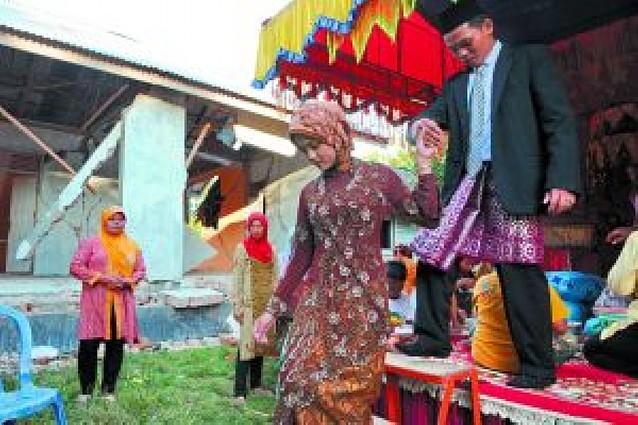 Se calcula que hay 3.000 personas bajo los escombros del terremoto de Sumatra