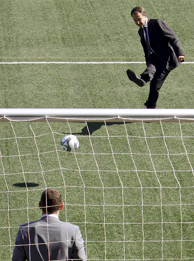 Zapatero y el fútbol español se suman a campaña mundial por la educación