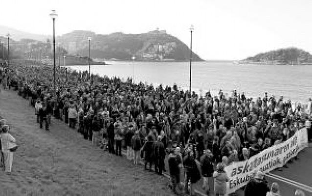 El PNV se manifiesta en San Sebastián en contra de los arrestos de Batasuna