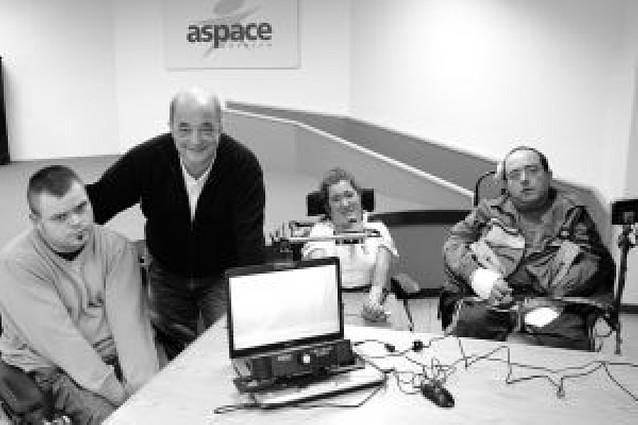 Aspace instala dos equipos para manejar el ordenador con los ojos