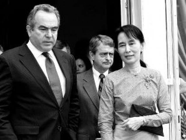 Unas horas de libertad para la líder de la oposición birmana