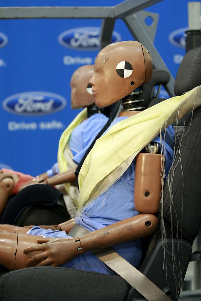 Ford desarrolla unos cinturones de seguridad hinchables
