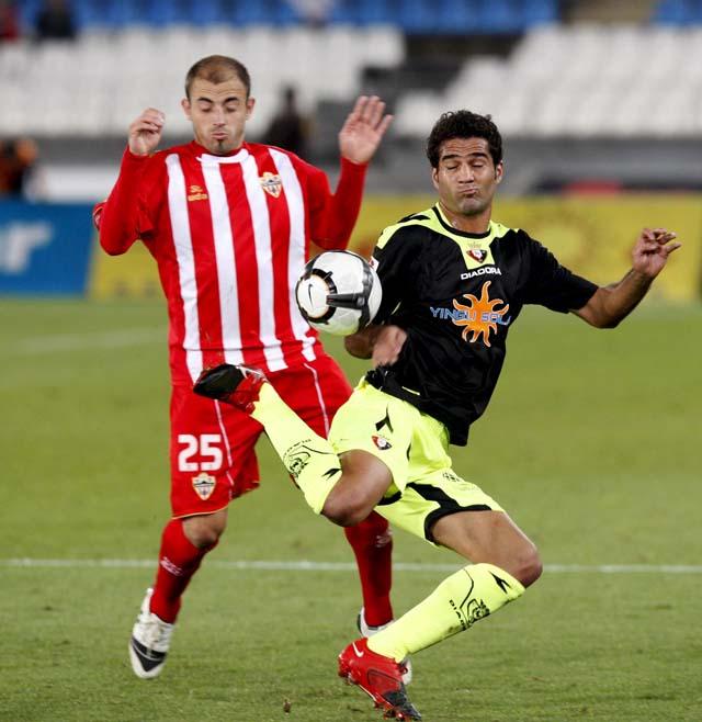 Un inofensivo Osasuna facilita el triunfo del Almería