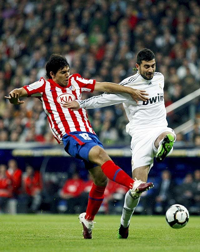 El Real Madrid prolonga su estancia en el liderato y el maleficio del Atlético (3-2)