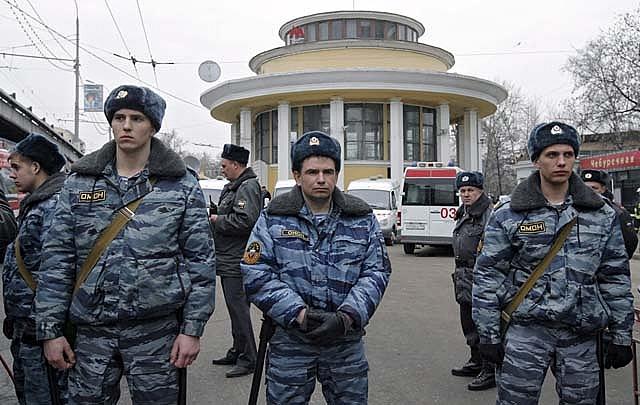 Zapatero condena los atentados terroristas en el metro de Moscú