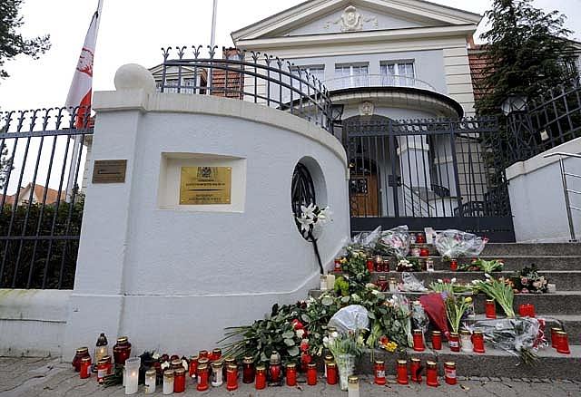 El hermano gemelo de Lech Kaczynski reconoce los restos mortales del presidente polaco