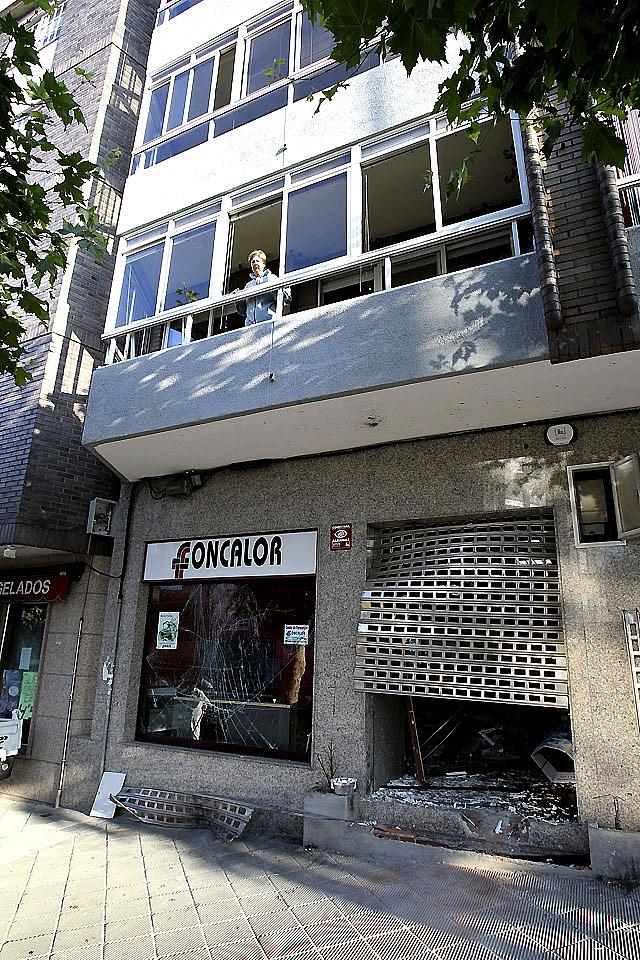 Un artefacto explota ante la sede de una patronal de Vigo
