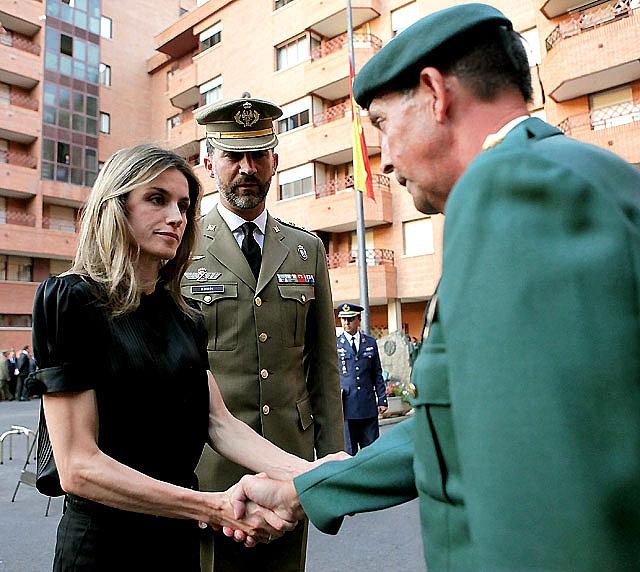 """Rajoy exige a Zapatero que """"dé la cara"""" y explique en el Congreso la situación de las tropas españolas"""