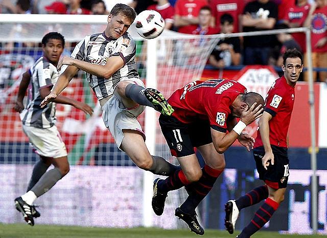 Osasuna y Almería suman en un arranque sin picardía en ataque