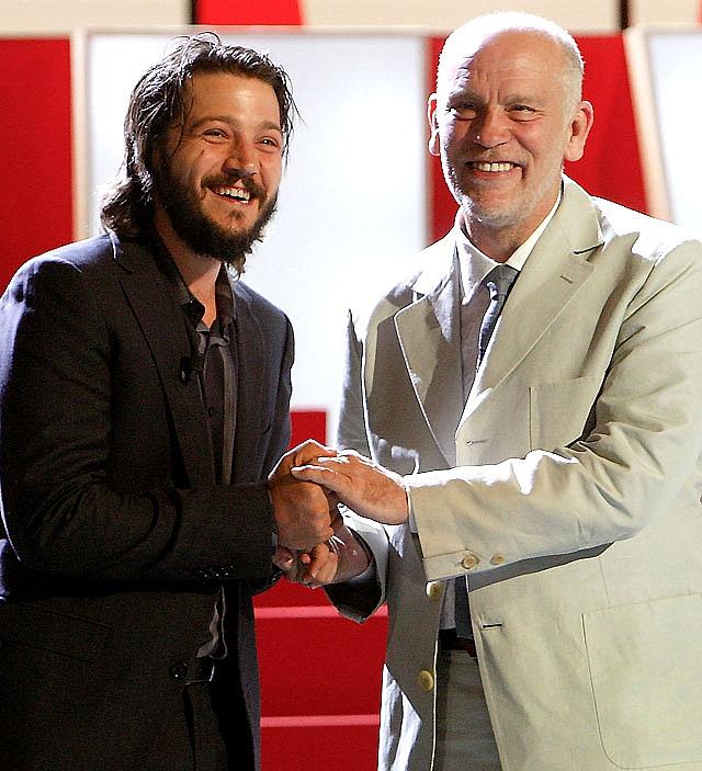 Diego Luna, un director con obsesiones paternales en San Sebastián