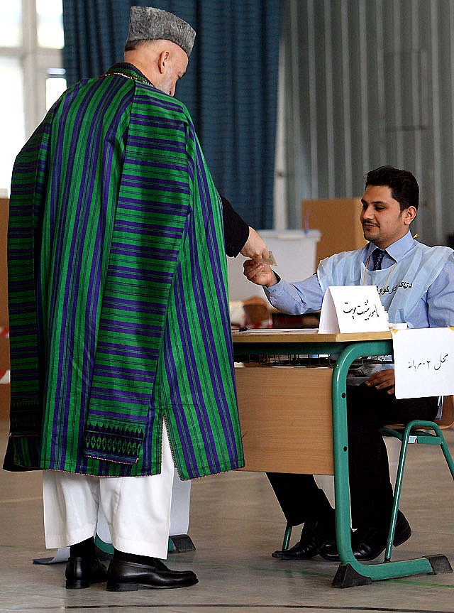 Varios ataques y explosiones sacuden el inicio de las elecciones en Afganistán