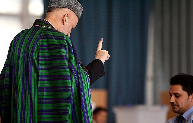 Concluye la jornada electoral afgana con una escasa participación