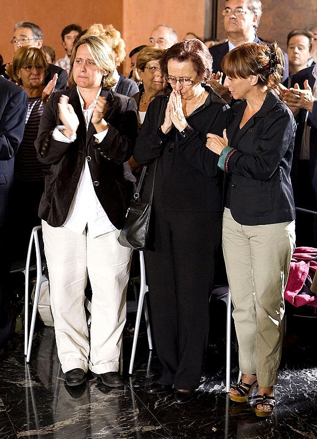 Decenas de miles de personas dicen adiós a José Antonio Labordeta