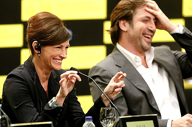 Javier Bardem y Julia Roberts presentan en San Sebastián 'Come, reza, ama'