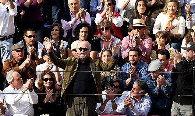 Oreja para Hermoso de Mendoza en un festejo en el que uno de sus caballos recibió una cornada