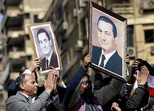 La UE pide a Mubarak que responda a la voluntad de su pueblo